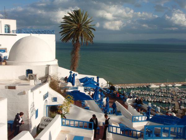 Kahvila ja meri Sidi Bou Saidissa.