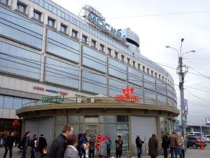 Moskova-hotelli ei ole kivan näköinen rakennus.