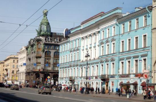 Hienoja rakennuksia Nevski Prospektin varrella