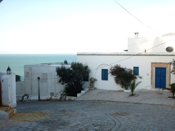 Tie Sidi Bou Saidin rantaa.