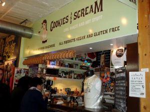 Cookies and Screamin tiski.
