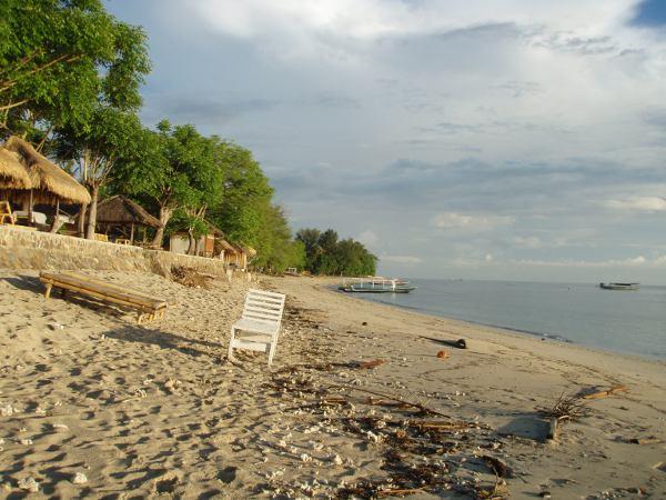 Indonesia on saaristovaltio, josta löytyy hiekkarantoja. Tällä Gili Airin saarella snorklatessa näki yleensä isoja kilpikonnia.