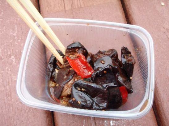 Korealaisittain maustettua makeaa munakoisoa Sennyi rynokilta.