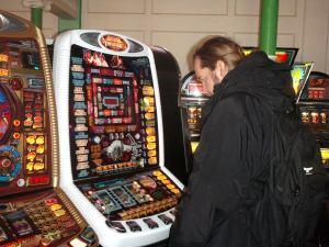 Rahapelejä pitäisi pelata ja vetoa lyödä vain siksi, että se hauskaa ja jännittävää.