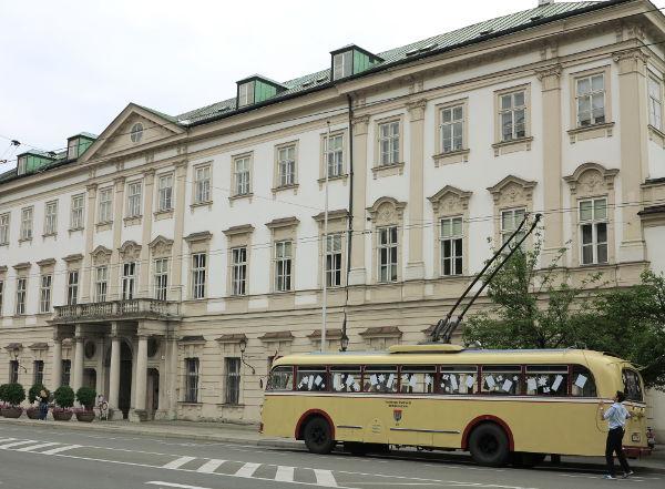 Salzburgissan näytti olevan aika retro bussikin.