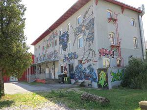 Explosiv oli Grazin keikkapaikka rautatieaseman lähistöllä. Majotuimme sen yläkertaan.