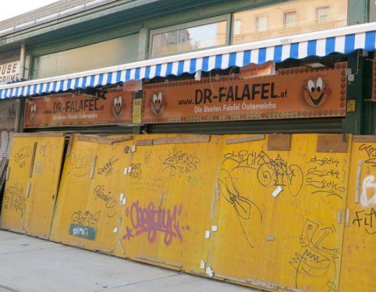 Falafel-koju oli illalla jo kiinni, kannattaa siis mennä sinne aamulla tai päivällä.