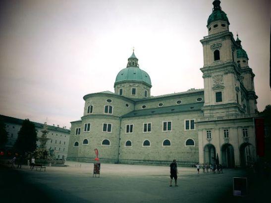 Jättiläisen kirkko. Tässä kuvassa koko ei vaikuta niin suurelta.