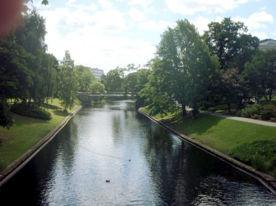 Riikan vanhaa kaupunkia ympäröivä kanava.
