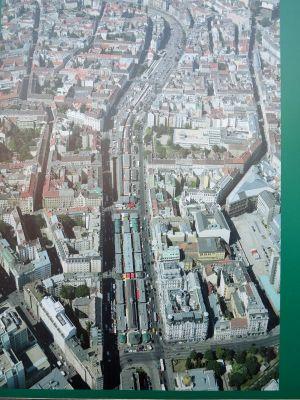 Kuva Naschmarktista ylhäältäpäin.