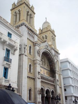 Tämä katedraali löytyy monista Tunisiaa esittelevistä kuvista netissä.