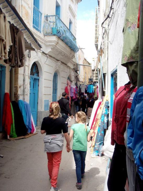 Tunisin kujilla.