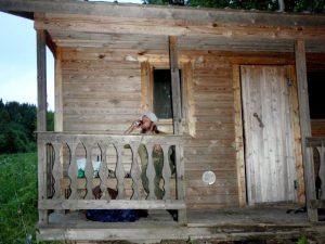 Maailman luksuksin sauna. Joku oli kantanut kaljankin mukanaan.