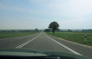 Suora tie Puolassa matkalla Krakovaan.