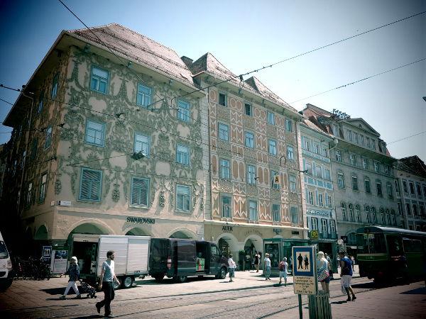 Grazissakin näkyi hienosti pinnoitettuja taloja, kuten Wienissäkin.