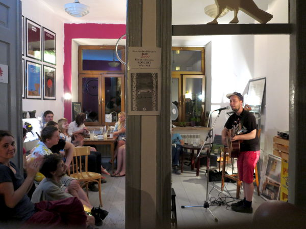 Tonikettinen ja Lublinin yleisöä.