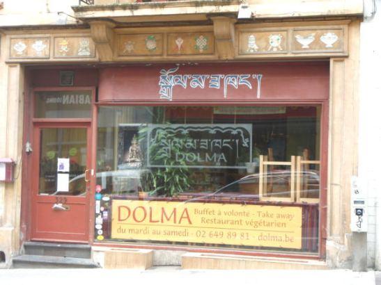Kävelin Dolma-kasvisravintolan ohi, siellä on kuulemma hyvää ruokaa.