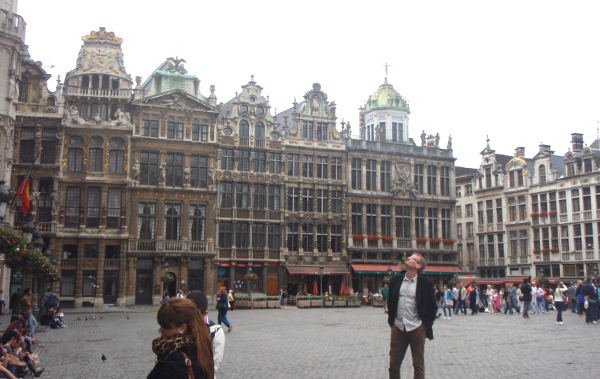 Grand Place on Brysselin keskusaukio, mutta käytännössä siellä taitaa liikkua eniten vain turisteja.