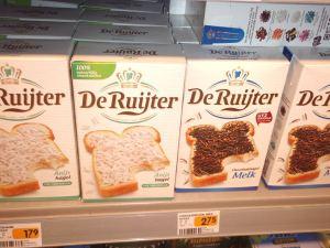 Hagelslag on erikoinen belgialainen tai hollantilainen ilmiö, eli mitä Suomessa on totettu pitämään nonparelleina ja kakunkoristeina, laitetaan Belgiassa leivän päälle. Kai niitä vegaanisinakin löytyy, jos haluaa kokeilla.