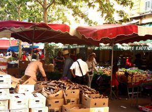 Jamssien tai vastaavien myyntiä lähellä Rue de Marcé des Capusinsia.