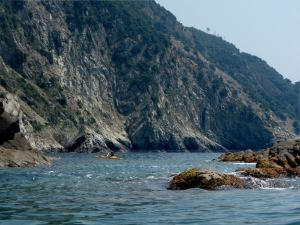 Kanootista pääsi katsomaan rantakallioita hieman eri suunnasta kuin patikoiden.
