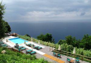 Joku luksuksempi majoituspaikka Levantossa ylhäällä, matkan varrella Monterossoon.