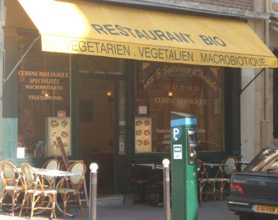 Rue Mouffetardilta keskustaan päin kävellessä löysin sattumalta makrobioottisen kasvisravintolan.