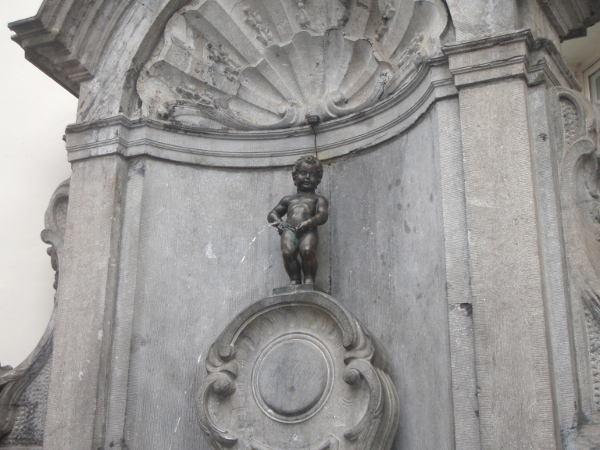 Manneken pissistä aina sanotaan sen olevan yllättävän pieni patsas, ja sitähän se on.