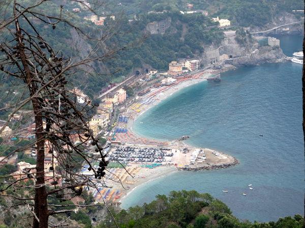 Monterosso ylhäältä katsottuna.