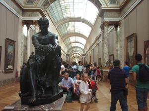 Louvren käytäviä.