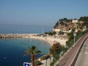 Corbeillen ranta Estaquessa Marseillen pohjoispuolella. Lähellä sijaitsi YesWeCamp -leiri, jonna majoituin.