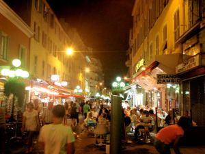 Ravintolakatu Nizzassa.