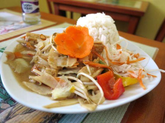 Yksi annoksista, joka ei maultaan ollut kuitenkaan hirveän vietnamilaisen makuista, vaan sellaista hieman epämääräisen makuista kastiketta, jota huonommissa kiinalaisissa ravintoloissa joskus saa.