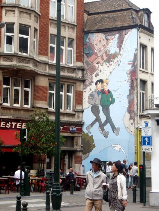 Sarjakuvaseinä sarjakuvakaupunki Brysselissä.