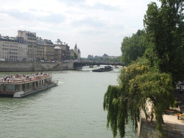 Seinen varrella kävely kuului asioihin, joita halusin Pariisissa tehdä, ja Seinen varrelle päädyin tahattomasti useammankin kerran.