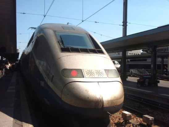 Ranskalaiset TGV-junat ovat nopeita, mutta hintavia, tai Suomen hinnoissa siis. Vaihtoehtoja ei ole helppo löytää.