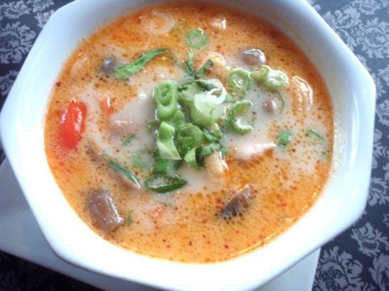 Thaimaalainan tom kha -keitto on yksi maailman parhaista ruoista. Brysselissä se ei kuitenkaan ollut lähellekään parasta mahdollista.