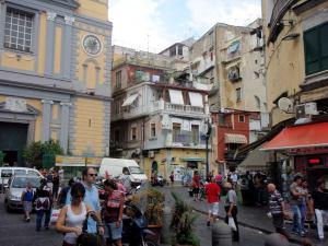 Napolin katuelämä.