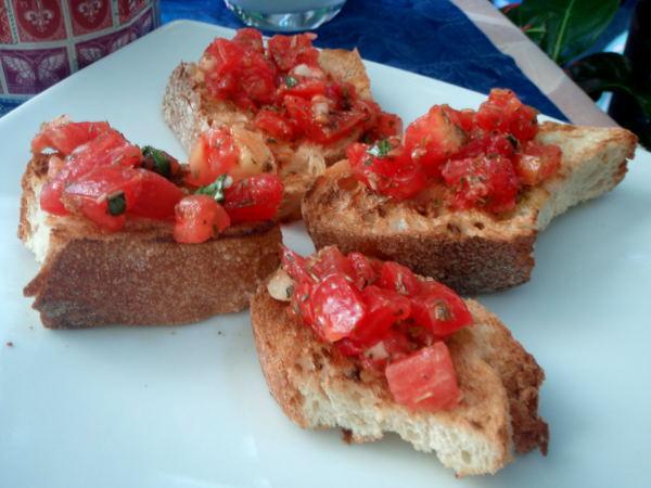 Nämä Sorrenton tomaattibruschetat olivat liian kuivia, vaikka näteille näyttivätkin.