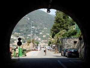 Kävely- ja pyöräilytunnelin pää Bonassolassa.