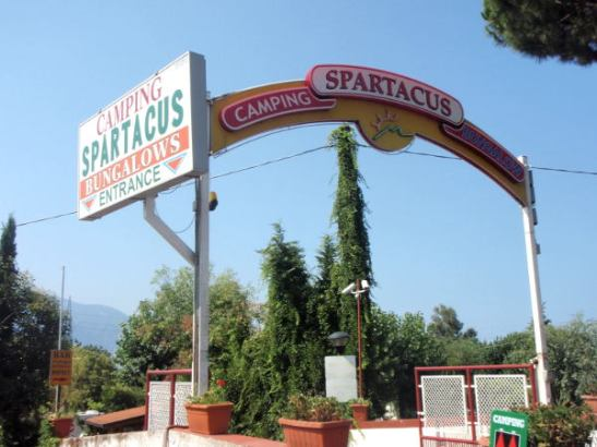 Spartacus Campingin portti.