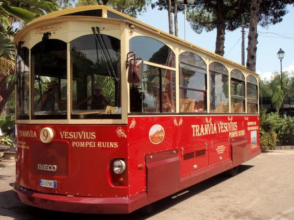 Turistibussi Vesuviukselle.