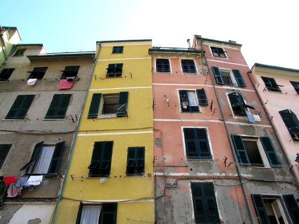 Vernazzan taloja muun Cinque Terren tapaan.