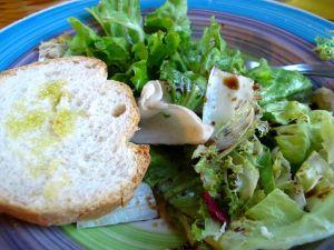 Oliiviöljyä tuli lorauteltua salaatteihin ja leivän päälle Italiassa.