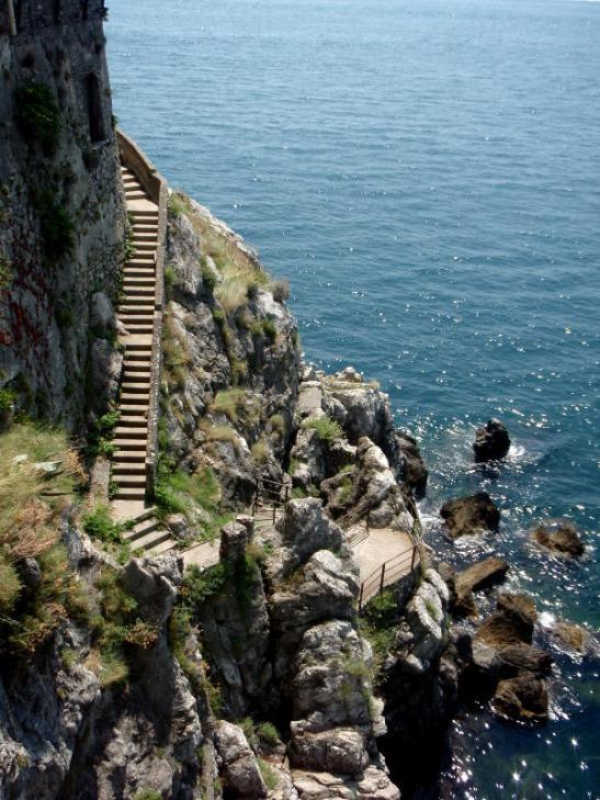 Rantarappuset. Rannikolla oli hiekkarantojakin, mutta ainakaan Amalfista länteen ei kovin pitkiä.