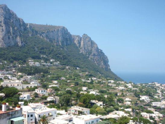 Näkymä Caprin kylästä Grand Marinan suuntaan.