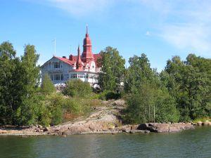 Klippan-nimellä parhaiten tunnettu luoto Kauppatorilta Kaivopuiston suuntaan.