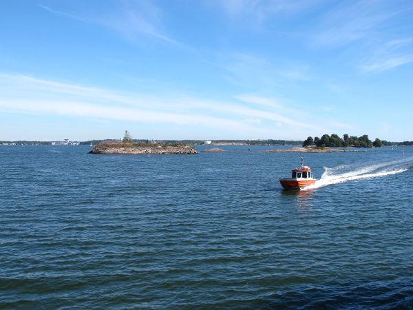 Liikennettä Helsingin saaristossa.