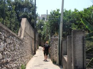 Kuja Caprin kylää kohti.