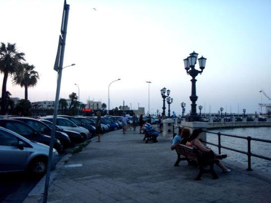 Barissa oli pitkä rantakatu. Hiekkarannat olivat keskustasta hieman etelään.